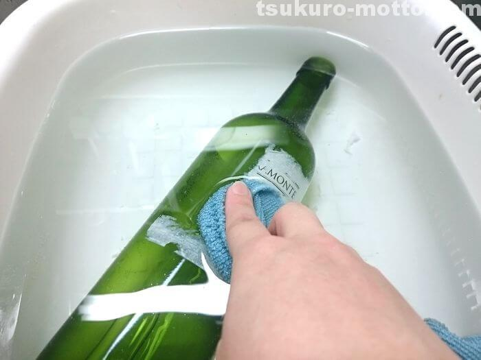 ワンボトルのラベルを剥がす3