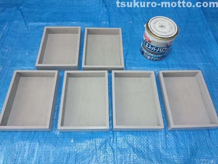 木箱をライトグレーで塗装する
