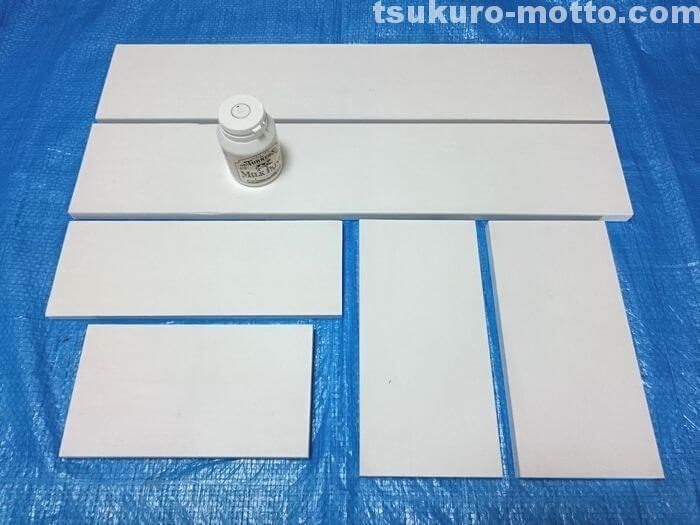 棚を白で塗装する