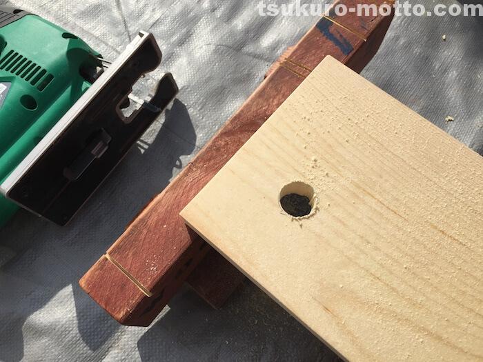 シングルトイレットペーパーホルダーDIY 棚の穴加工4