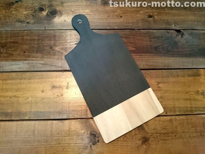 黒板塗料が乾いたらマスキングテープを取る