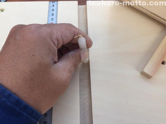レール溝にロウソクを擦り付ける