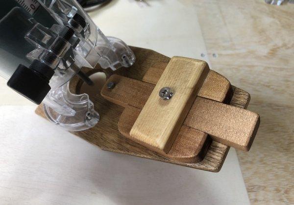 トリマーで丸い穴を開ける治具2