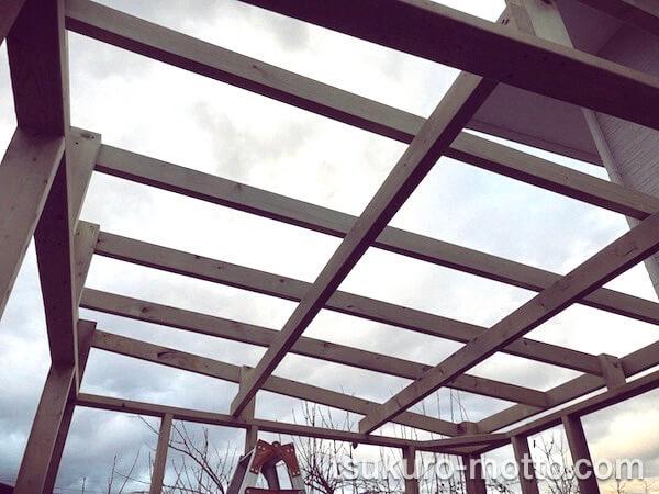 DIY工房をDIY 屋根を組む