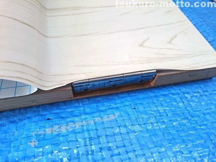 玄関収納リメイク 蝶番の処理1