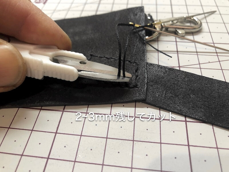 ナタ用革シースハンドメイド パーツ縫い付け13
