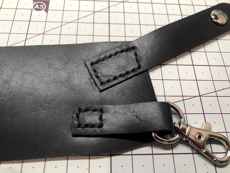 ナタ用革シースハンドメイド パーツ縫い付け15