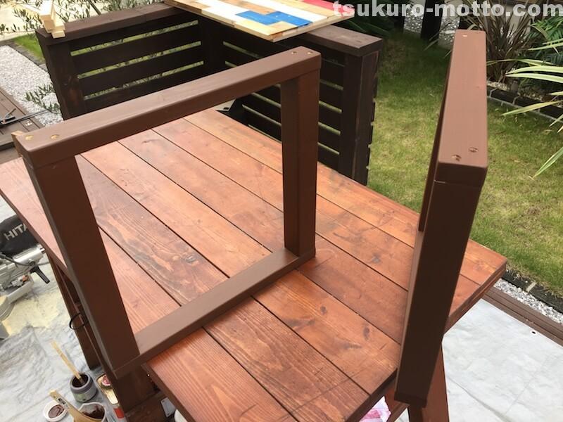 マニッシュ端材テーブルDIY 脚塗装3