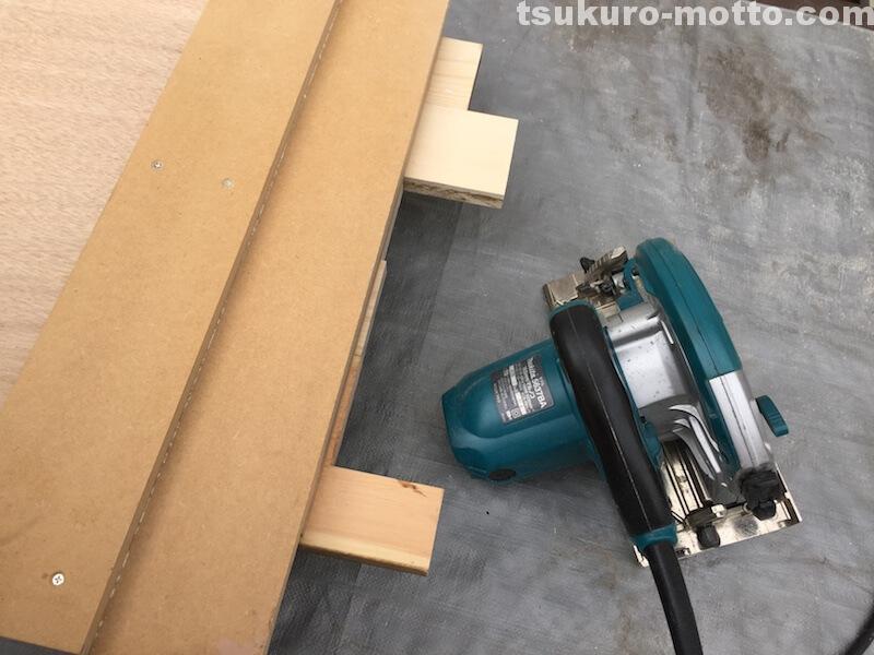 マニッシュ端材テーブルDIY 天板仕上げ1