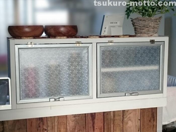 コップ収納食器棚完成2