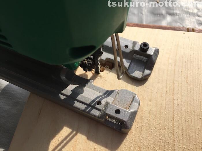 シングルトイレットペーパーホルダーDIY 棚の穴加工3