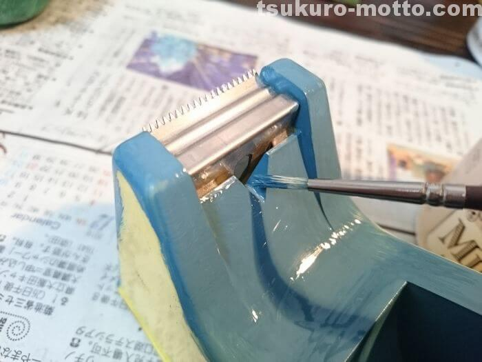 セロハンテープ台リメイク 細かい部分もしっかり塗る
