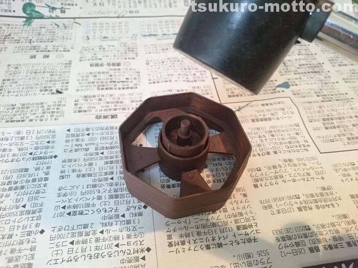 セロハンテープ台リメイク 芯にヒビが入る